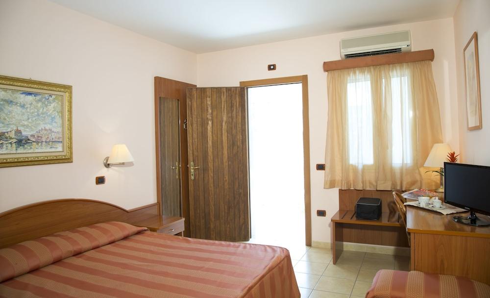 가든 호텔 리파(Garden Hotel Ripa) Hotel Image 12 - Guestroom