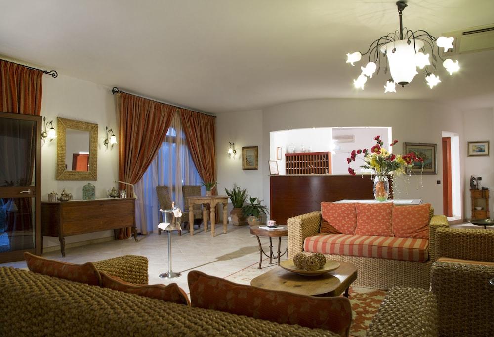 가든 호텔 리파(Garden Hotel Ripa) Hotel Image 25 - Lobby Lounge