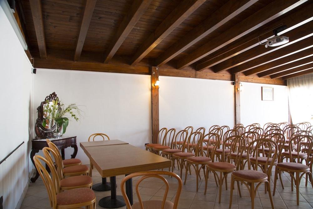 가든 호텔 리파(Garden Hotel Ripa) Hotel Image 41 - Meeting Facility