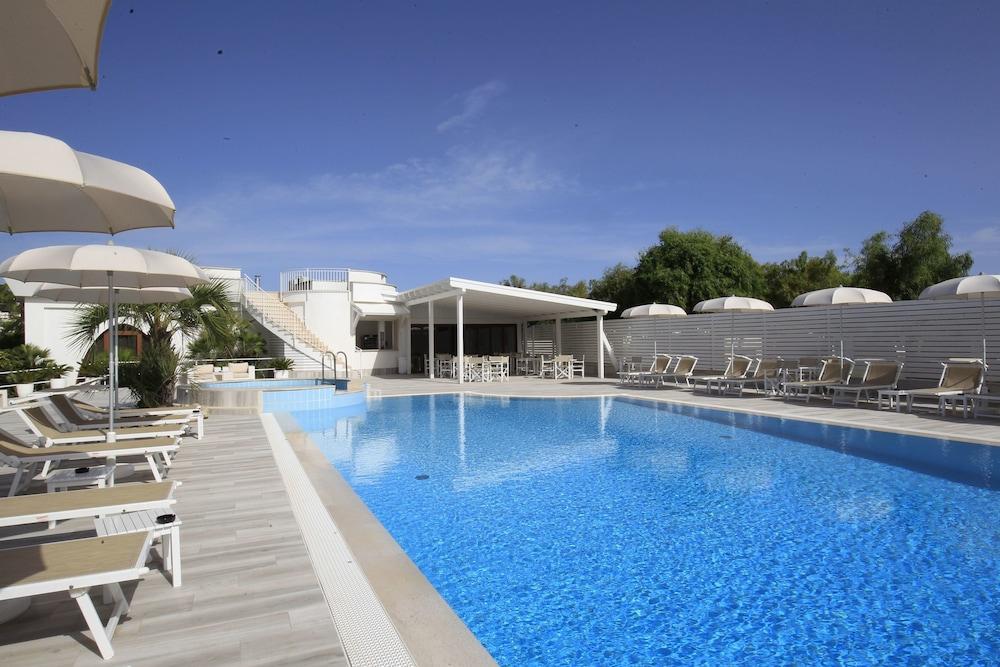 가든 호텔 리파(Garden Hotel Ripa) Hotel Image 1 - Pool