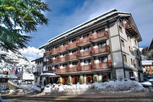 . Hotel Cresta et Duc