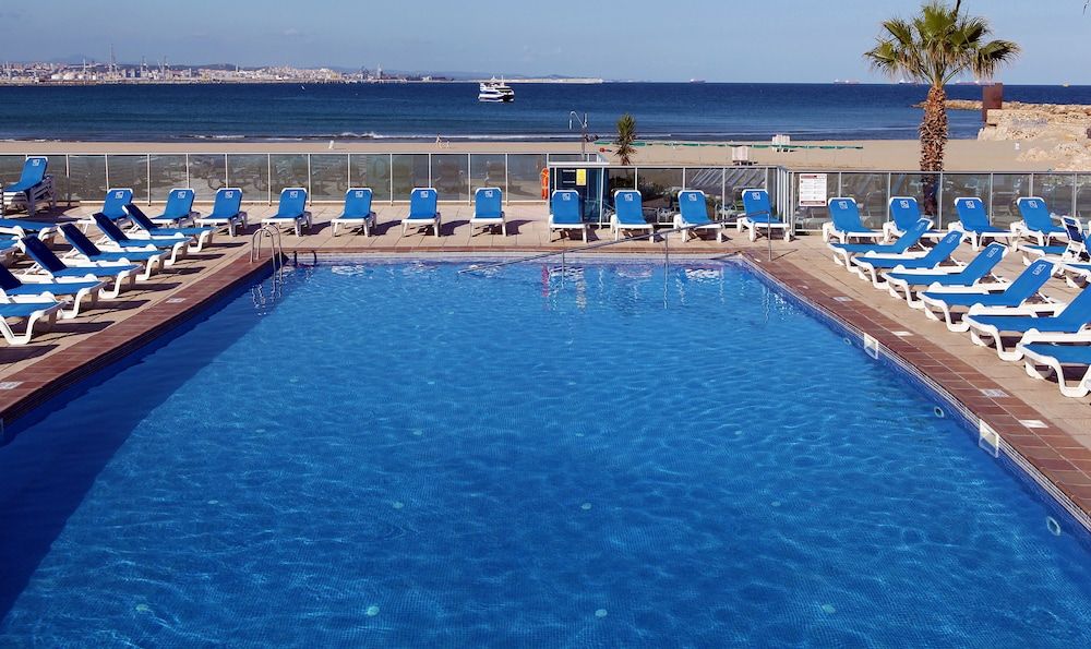 골든 돈아이레 비치(Golden Donaire Beach) Hotel Image 18 - Outdoor Pool