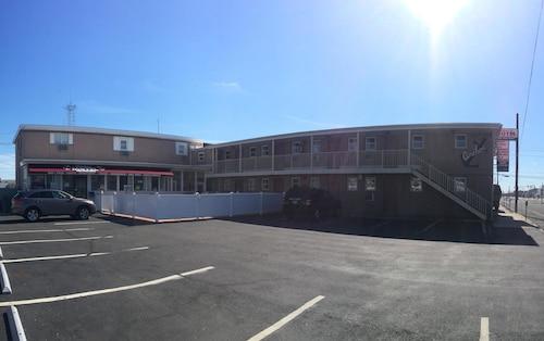 Anchor Motel, Ocean