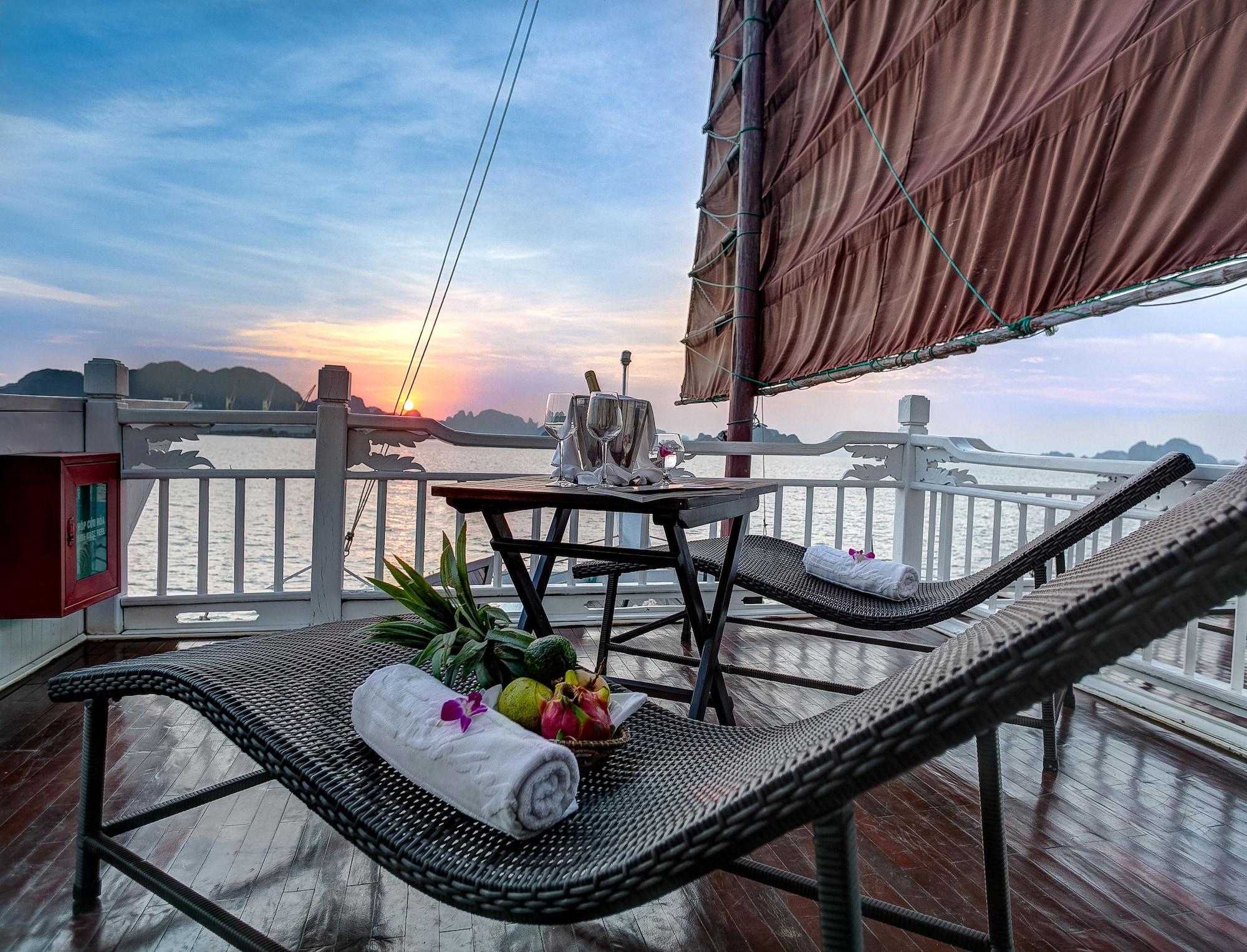 Bhaya Cruises, Hạ Long