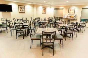Comfort Suites - Breakfast Area  - #0