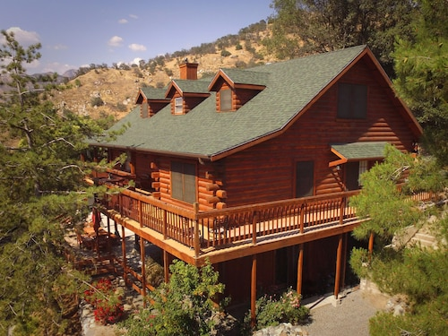 . The Log House Lodge Bed & Breakfast