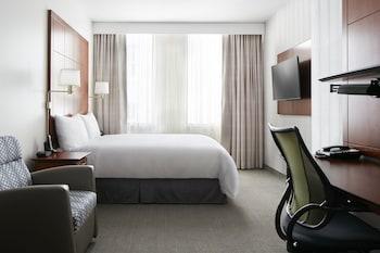 Standard Room, 1 Queen Bed (Standard Room)
