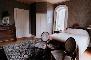 Superior Tek Büyük Yataklı Oda, Banyolu/duşlu, Avlu Manzaralı (generals Room)