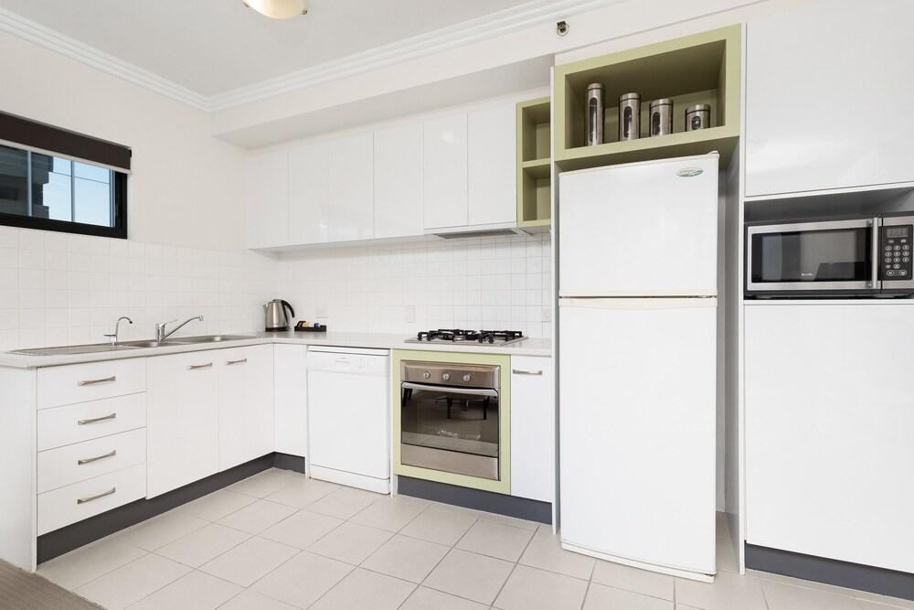 리퍼블릭 아파트먼츠(Republic Apartments) Hotel Image 34 - In-Room Kitchen