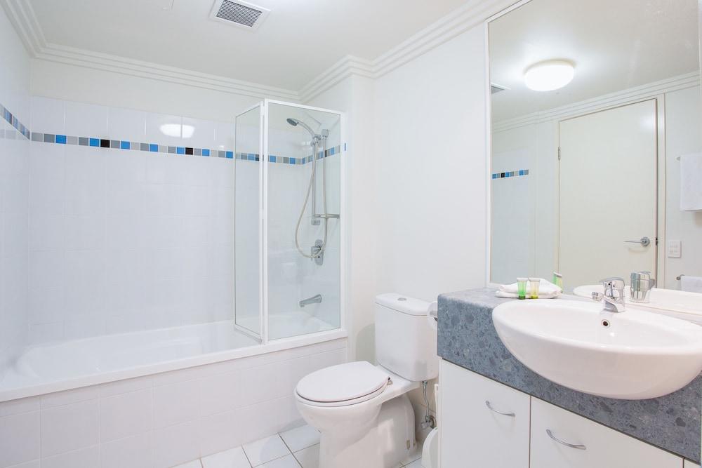 리퍼블릭 아파트먼츠(Republic Apartments) Hotel Image 27 - Bathroom