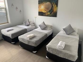 Standard Triple Room, 3 Twin Beds, Shared Bathroom