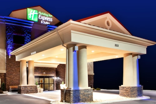 . Holiday Inn Express Hotel & Suites Lewisburg