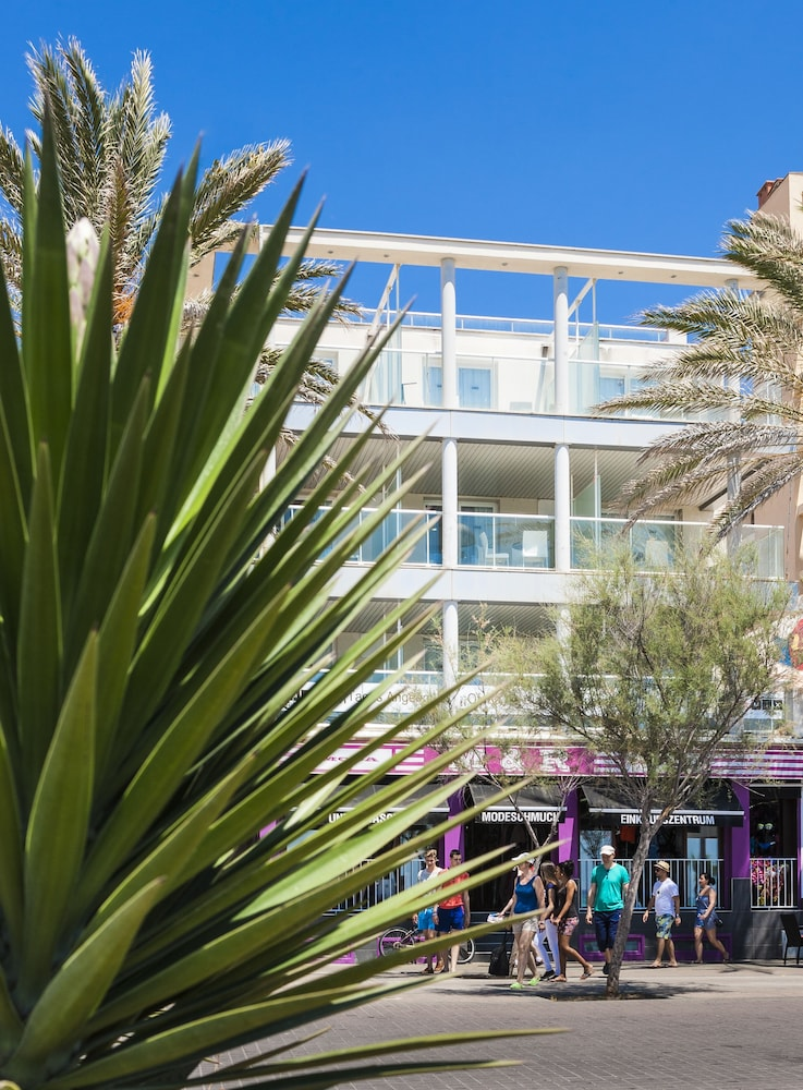 아파르타멘토스 믹스 바히아 레알(Apartamentos Mix Bahia Real) Hotel Image 1 - Terrace/Patio