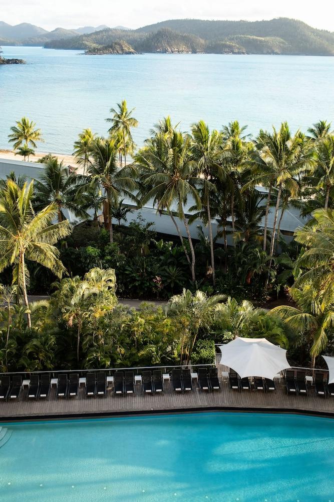 https://i.travelapi.com/hotels/3000000/2160000/2159100/2159076/3a53e656_z.jpg