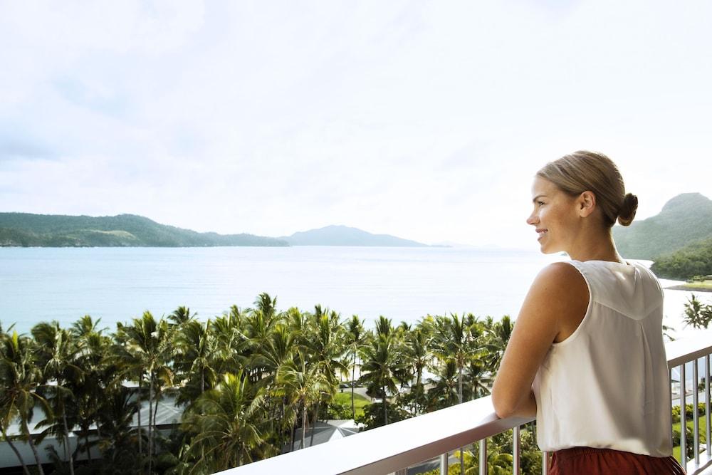 https://i.travelapi.com/hotels/3000000/2160000/2159100/2159076/c5e9663b_z.jpg