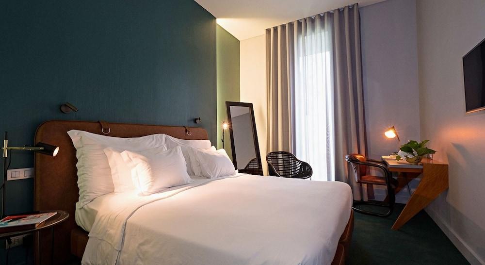 https://i.travelapi.com/hotels/3000000/2160000/2159100/2159092/15ce9c7f_z.jpg