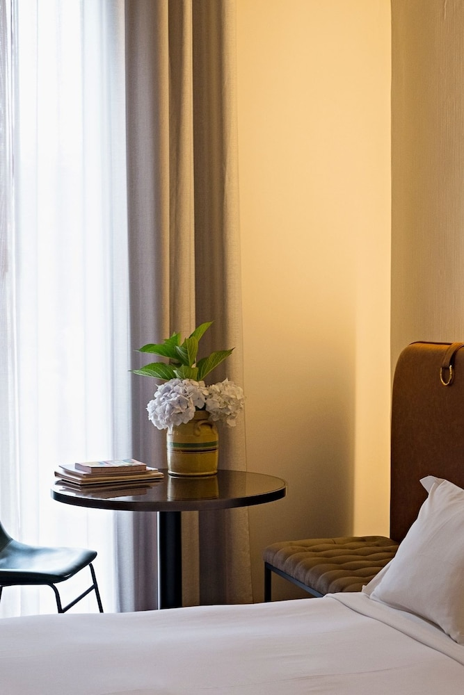 https://i.travelapi.com/hotels/3000000/2160000/2159100/2159092/76c50b0a_z.jpg