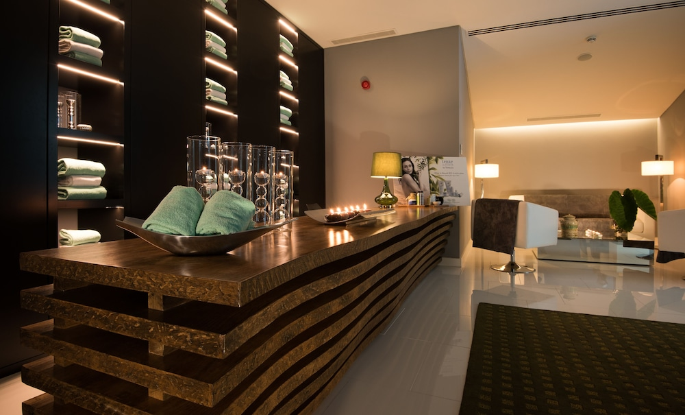 https://i.travelapi.com/hotels/3000000/2160000/2159100/2159092/8bcb62d5_z.jpg