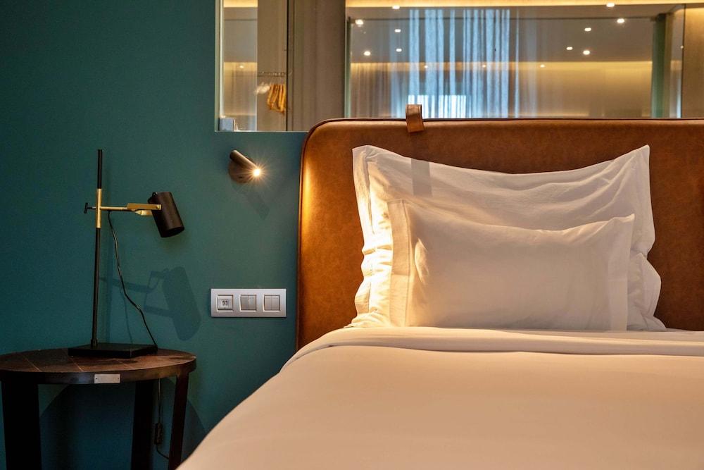 https://i.travelapi.com/hotels/3000000/2160000/2159100/2159092/8c2d1507_z.jpg