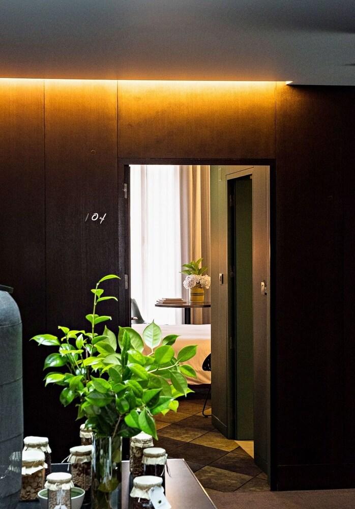 https://i.travelapi.com/hotels/3000000/2160000/2159100/2159092/ee6d0d2e_z.jpg