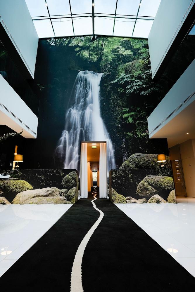 https://i.travelapi.com/hotels/3000000/2160000/2159100/2159092/f341c22b_z.jpg