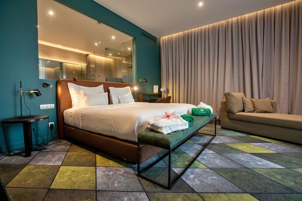 https://i.travelapi.com/hotels/3000000/2160000/2159100/2159092/fe2d6e41_z.jpg