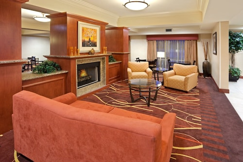 . Holiday Inn Express Suites Sumner