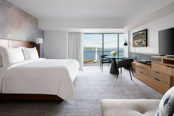 Deluxe Bay-View Room, One King Bed