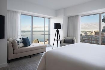 Corner Elliott Bay Suite