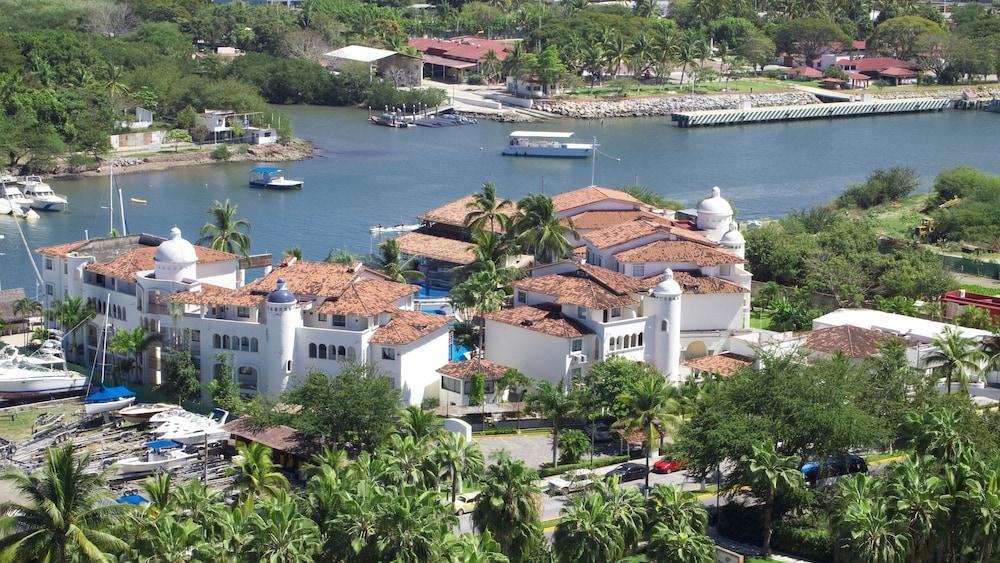 VILLA VERA PUERTO VALLARTA - Puerto Vallarta Paseo De La Marina Sur 210  48354