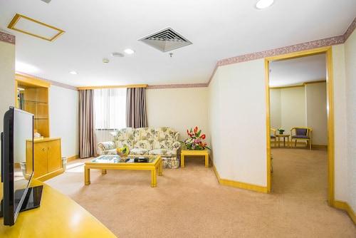 . Guangzhou New Century Hotel