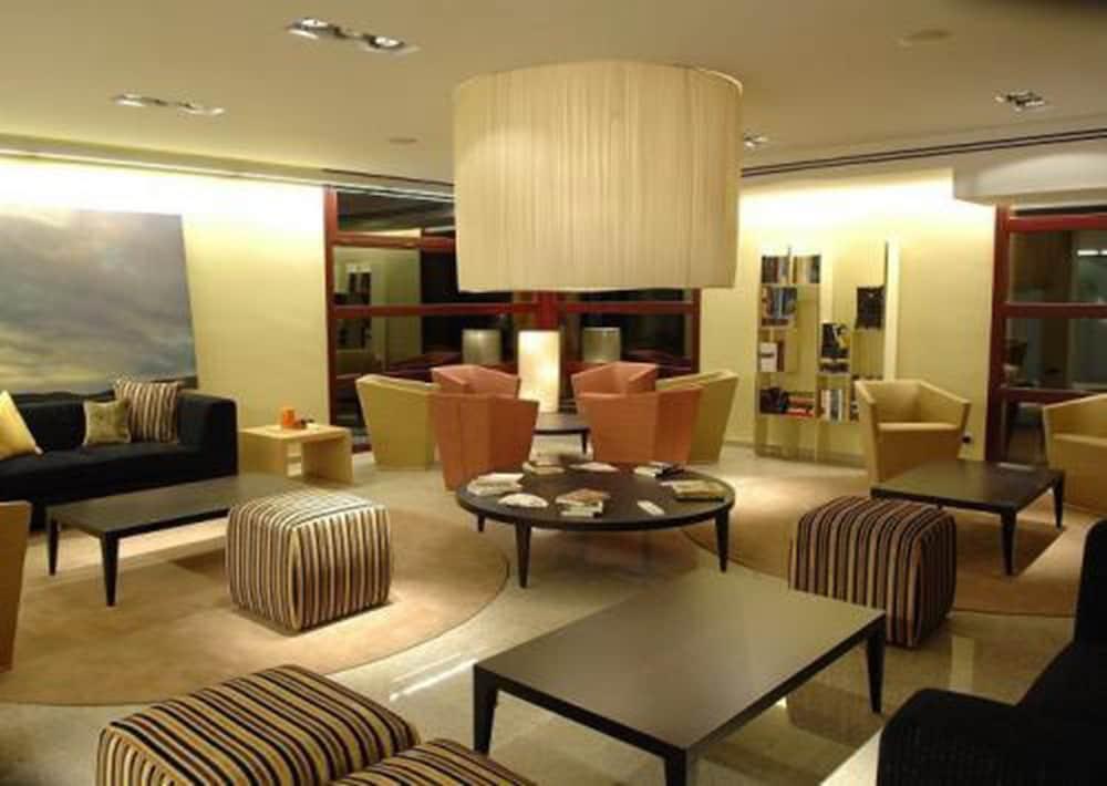 https://i.travelapi.com/hotels/3000000/2170000/2164900/2164802/22be7298_z.jpg