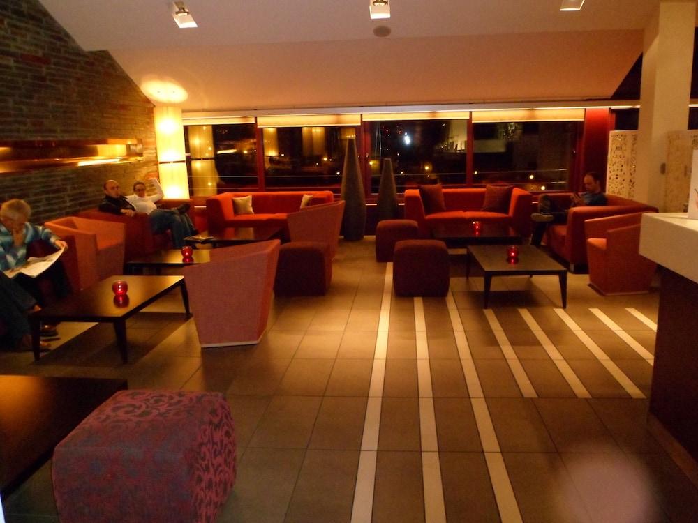 https://i.travelapi.com/hotels/3000000/2170000/2164900/2164802/972c9be4_z.jpg