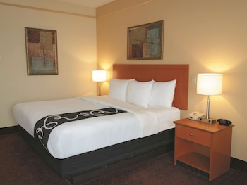 Deluxe Suite, 1 King Bed, Accessible, City View (Deluxe Family Suite)