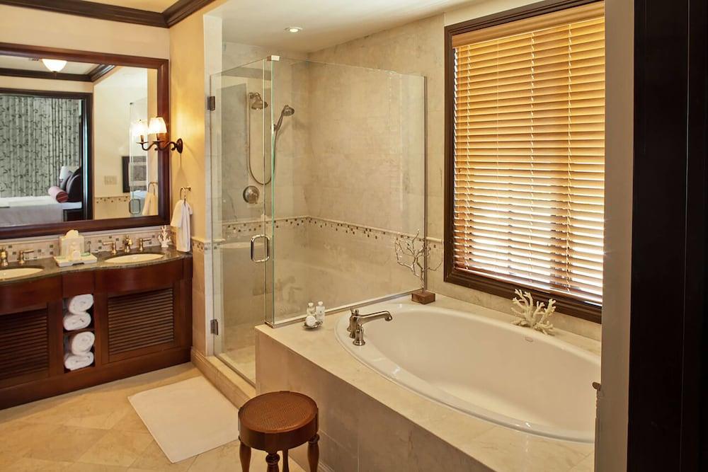 https://i.travelapi.com/hotels/3000000/2180000/2172800/2172752/6792b9ed_z.jpg