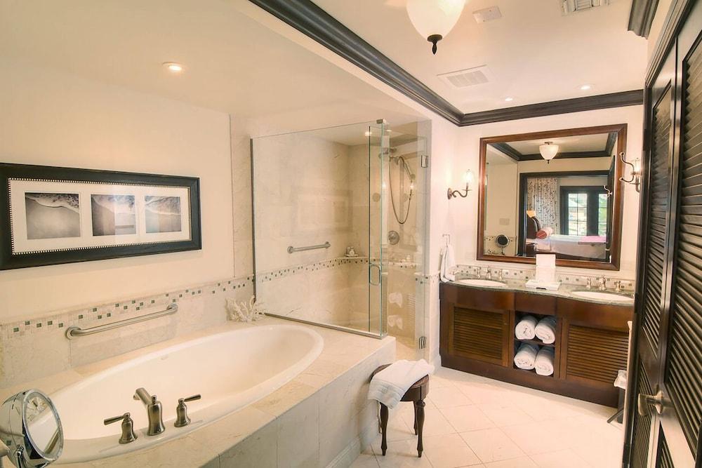 https://i.travelapi.com/hotels/3000000/2180000/2172800/2172752/97b69319_z.jpg