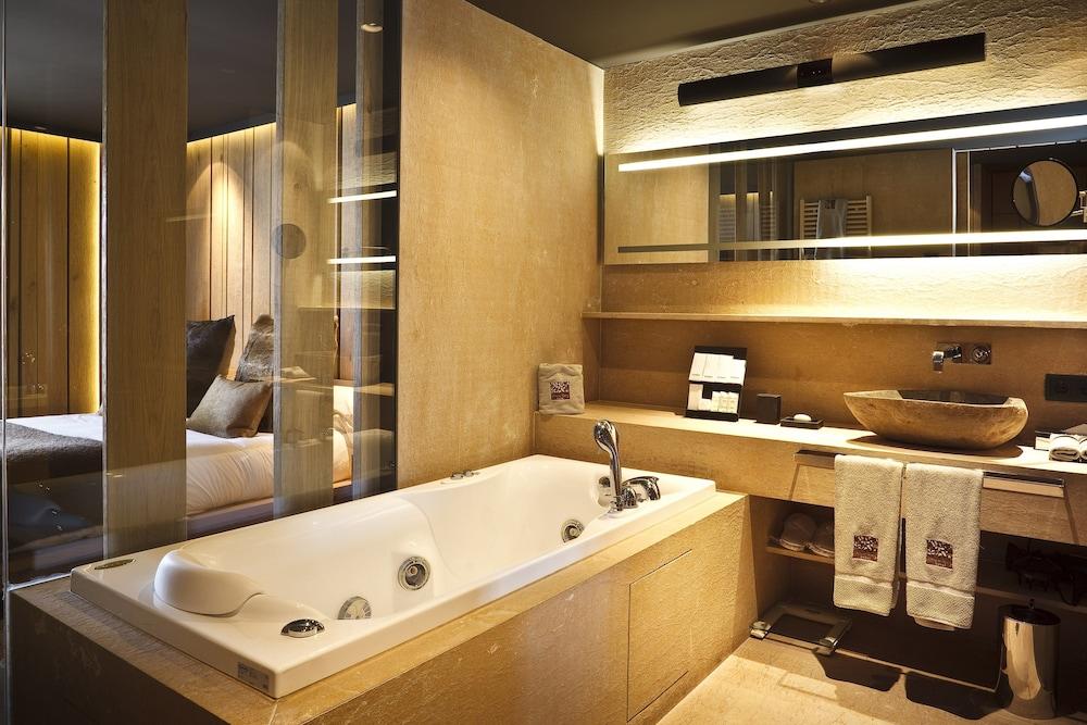 https://i.travelapi.com/hotels/3000000/2180000/2172900/2172816/d39c07ad_z.jpg