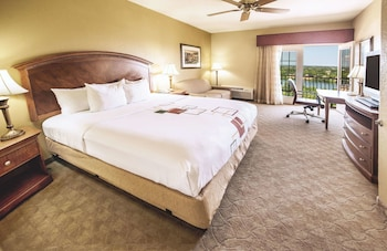 Deluxe Room, 1 King Bed, Balcony, Lake View (Second Floor)