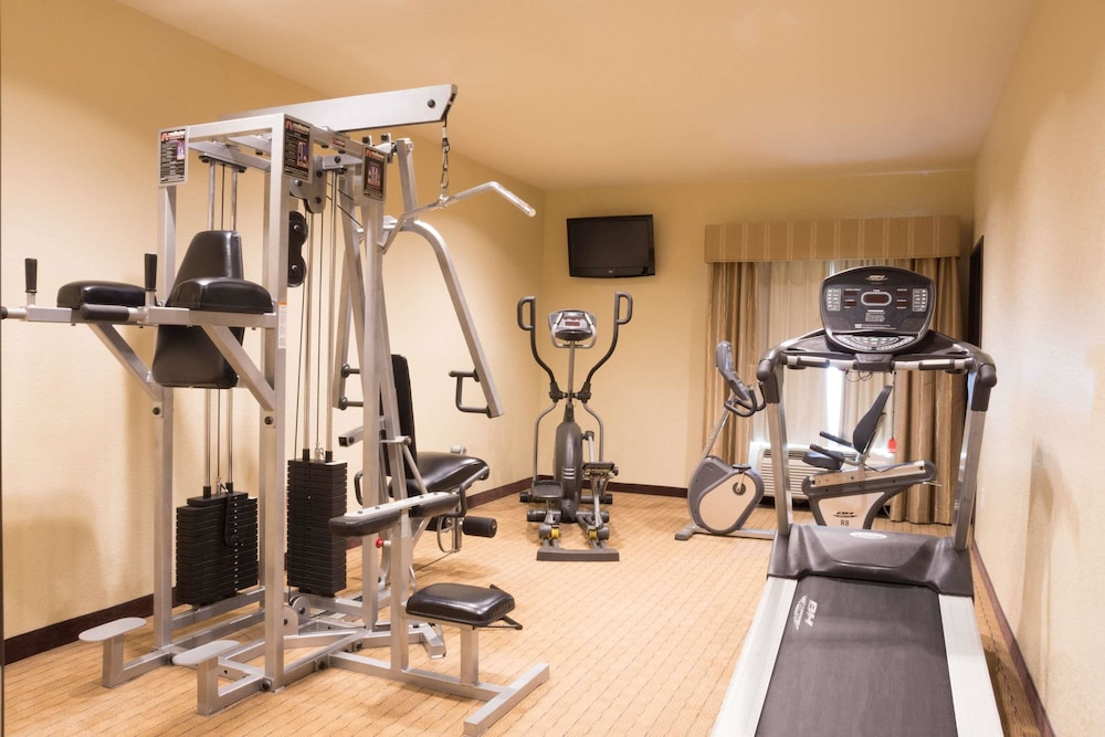 Health and Fitness : Fitness Facility 9 of 50