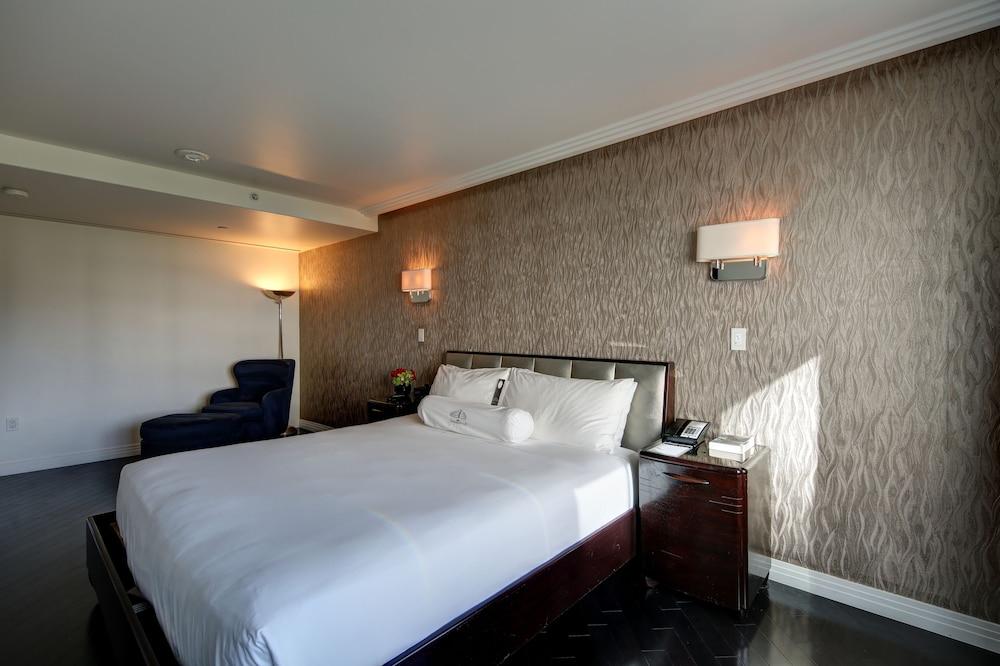 https://i.travelapi.com/hotels/3000000/2180000/2175200/2175155/c99024bd_z.jpg