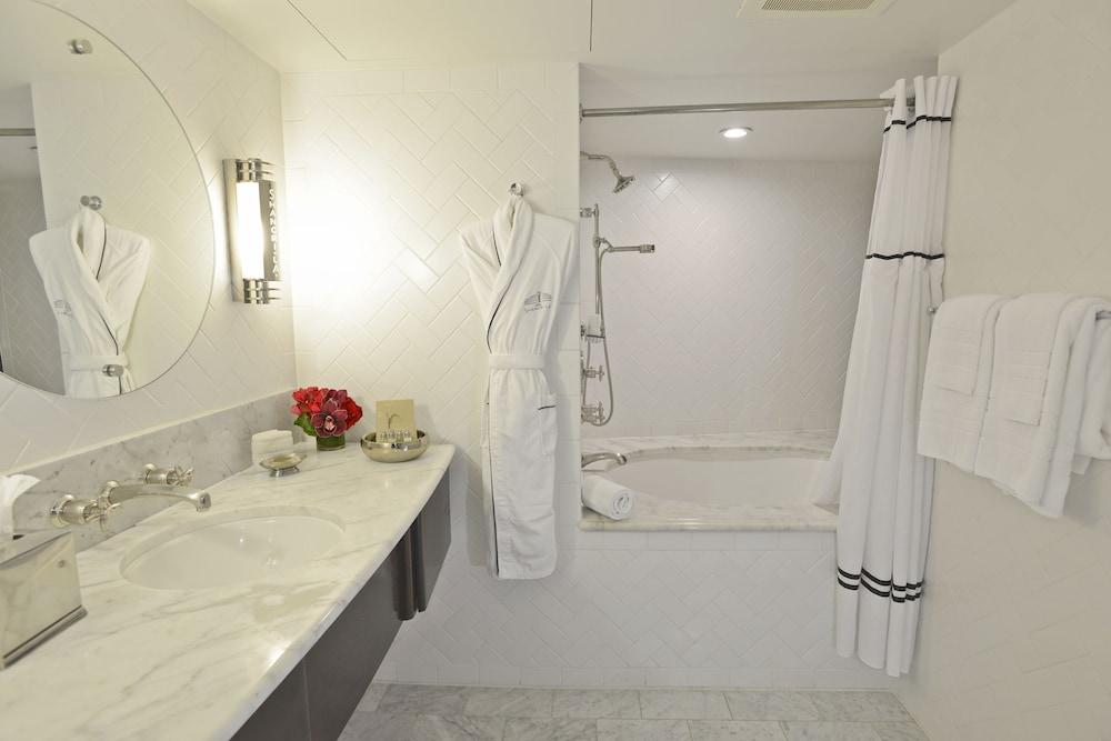 https://i.travelapi.com/hotels/3000000/2180000/2175200/2175155/cb8fd114_z.jpg