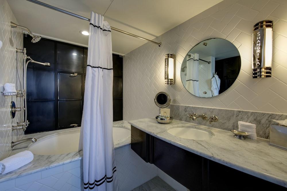 https://i.travelapi.com/hotels/3000000/2180000/2175200/2175155/d4713356_z.jpg