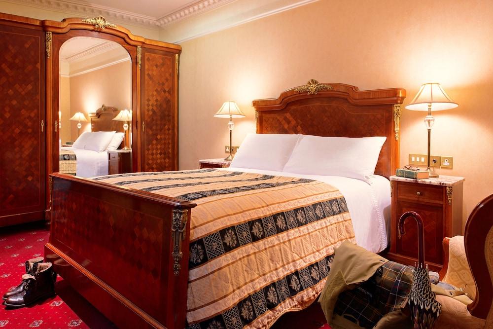 https://i.travelapi.com/hotels/3000000/2180000/2178600/2178556/6459e9fd_z.jpg