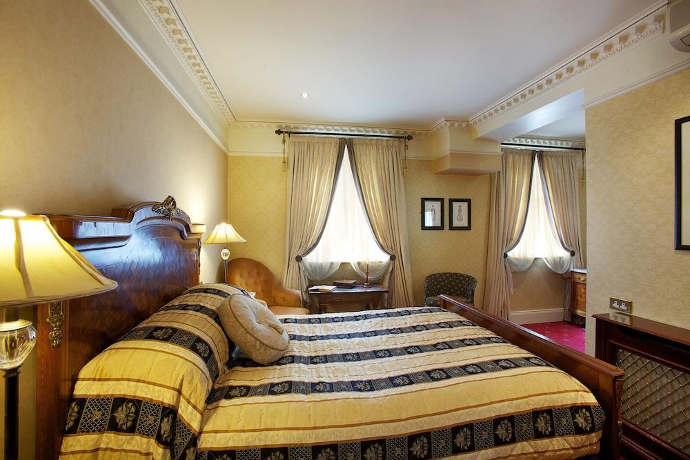 https://i.travelapi.com/hotels/3000000/2180000/2178600/2178556/8b2a6a80_z.jpg