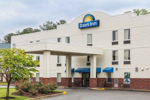 . Days Inn by Wyndham Doswell At the Park