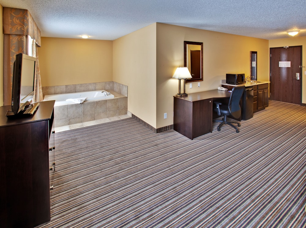 Suite, 1 King Bed, Accessible (Comm, Roll Shwr)