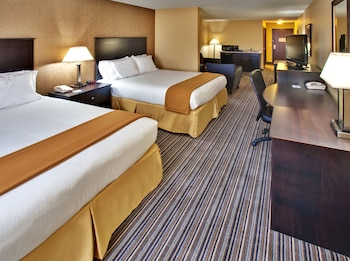Suite, 2 Queen Beds (Additional Living Area)