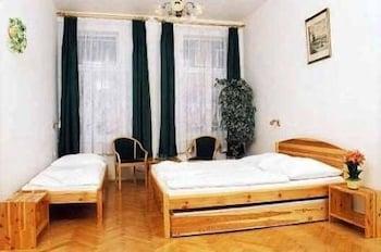 6-Bed Comfort Room