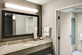 Richmond Vacations - Courtyard by Marriott Richmond North - Property Image 1