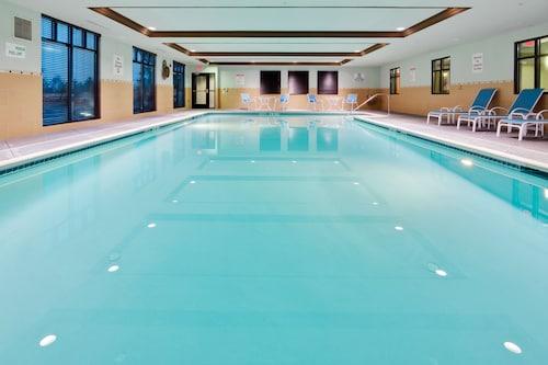 Holiday Inn Express & Suites Warminster - Horsham, Bucks
